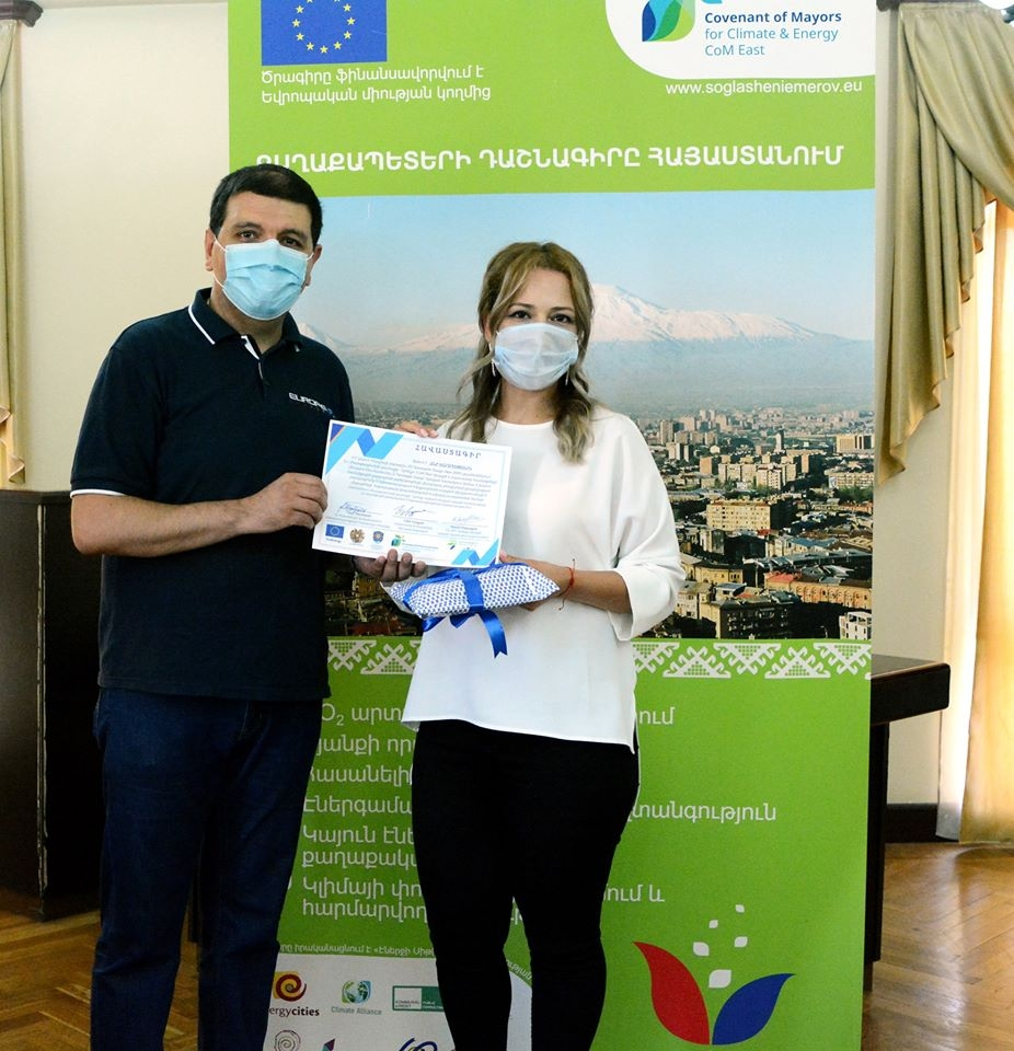 Awarding prizes to winners of online competitions organized within the framework of the EU Sustainable Energy Week in Armenia in Abovyan